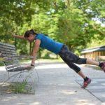 Foto von Beata Übungen in einem Park